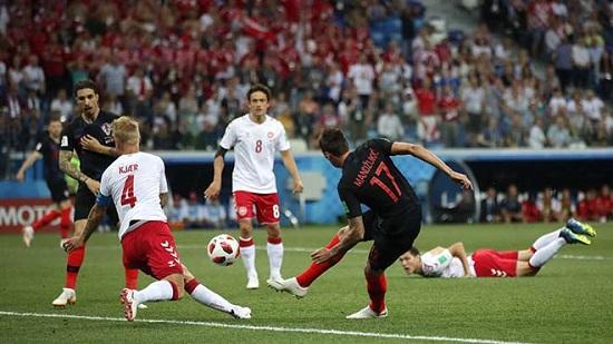Mandzukic gỡ hòa 1-1 cho Croatia.
