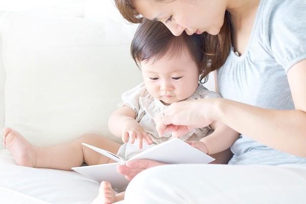 Dạy trẻ biết đọc sớm để kích thích sự phát triển của trí não